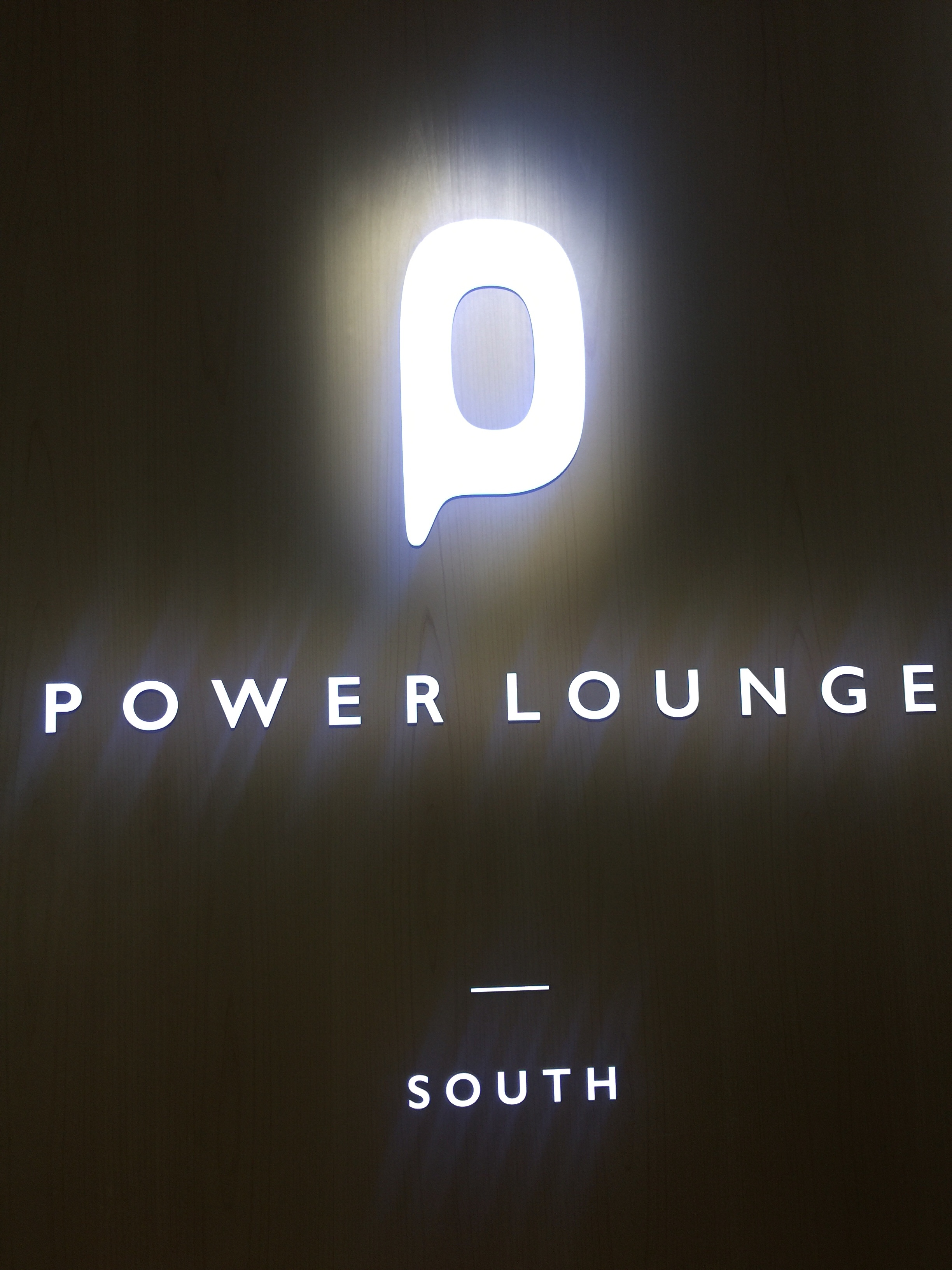 【羽田空港】第1ターミナルラウンジ『POWER LOUNGE』で優雅なひと時を